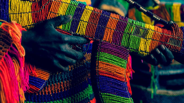 الهدوء المضطرب لأسلحة أفريقيا.. عندما تجتمع الفنون مع الأسلحة والحزن
