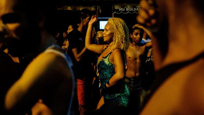 برازيلية في كرنفال احتفالي