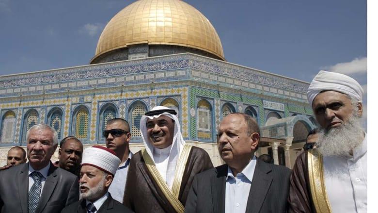وزير الخارجية الكويتي في باحة المسجد الأقصى
