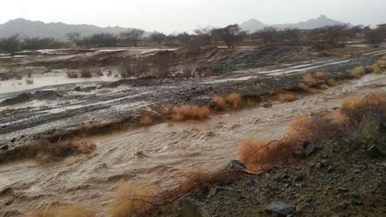 في عز حرارة الخليج الثلوج تكسو جبال عسير في السعودية