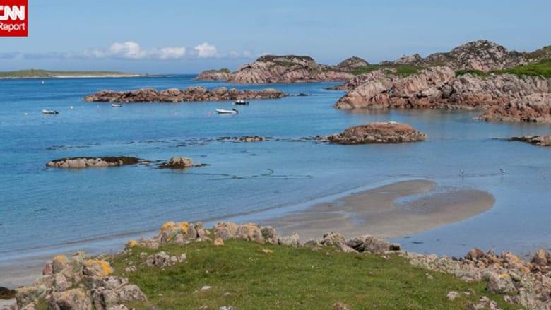"""تعتبر مول ثاني أ:بر جزر """"إينر هبرديس""""، ويظهر هنا ميناء فيونفورت، حيث يمكن التنقل بواسة عبارة بين جزر إيونا التي تعتبر المركز التاريخي للمسيحية في اسكلتند"""