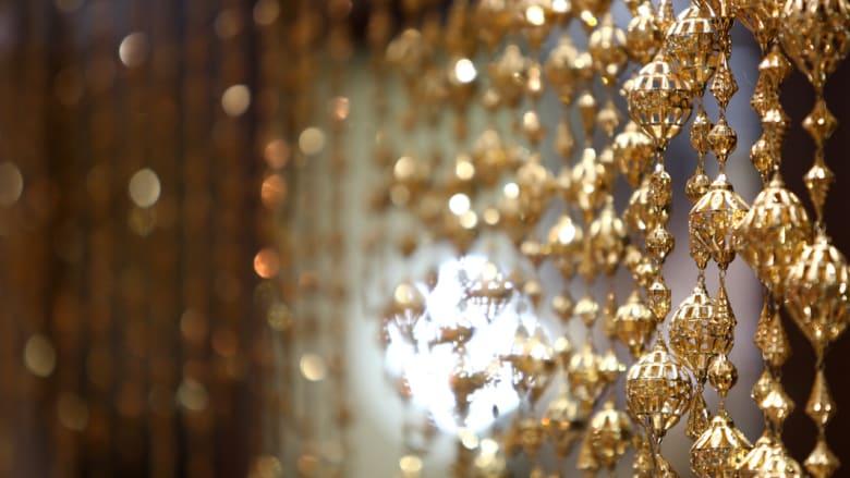 بالصور..هكذا جمعت كنوز العالم في سوق الذهب في دبي