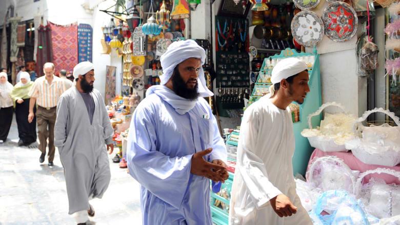 بالصور..هل ينفخ السياح الروح في الأسواق التقليدية التونسية؟