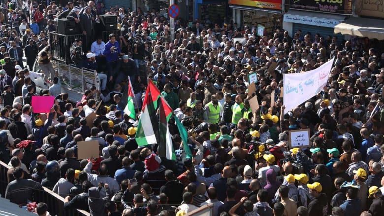 مظاهرة للإخوان المسلمين بالأردن دعماً للأقصى ومطالبات بإغلاق السفارة الإسرائيلية بعمان