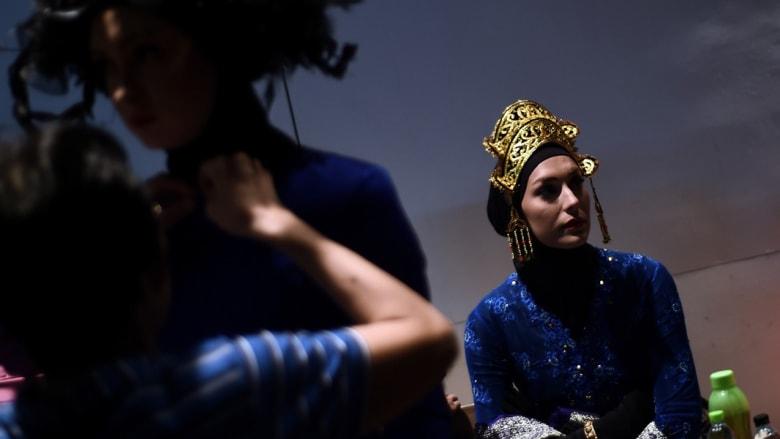 بالصور..أزياء إسلامية بألوان زاهية في كوالالمبور