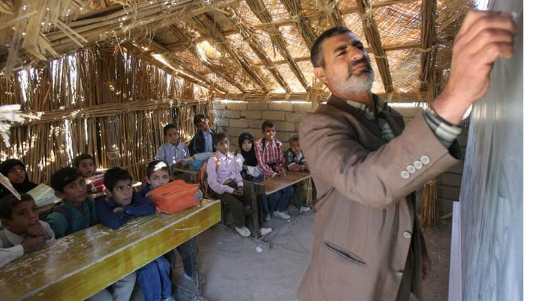 """قطع الاتصالات عن الموصل.. """"داعش"""" يعدم 10 أطباء ويجلد الأساتذة"""