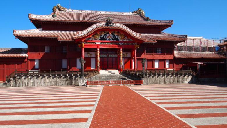 بلدة ناها، بالسواحل الجنوبية لجزيرة أوكيناوا اليابانية