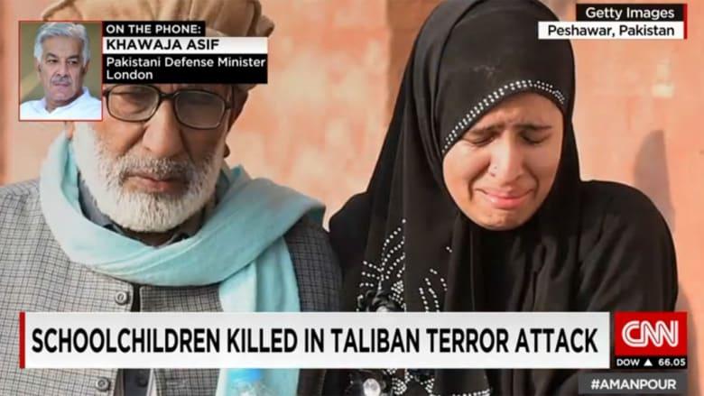 وزير دفاع باكستان لـCNN: الهجوم على المدرسة رد على العمليات العسكرية بوزيرستان..  وطالبان تهدد وجود البلاد بأكملها