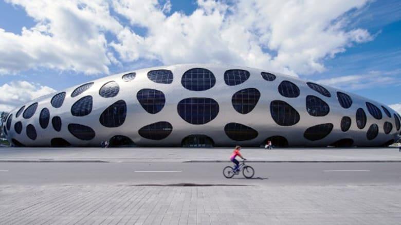 تصاميم من كوكب آخر.. عندما تصبح المدن معروفة بملاعبها العجيبة