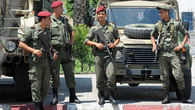عشية جولة الإعادة بالانتخابات الرئاسية التونسية.. إصابة جندي من المكلفين بحماية المواد الانتخابية بإطلاق نار