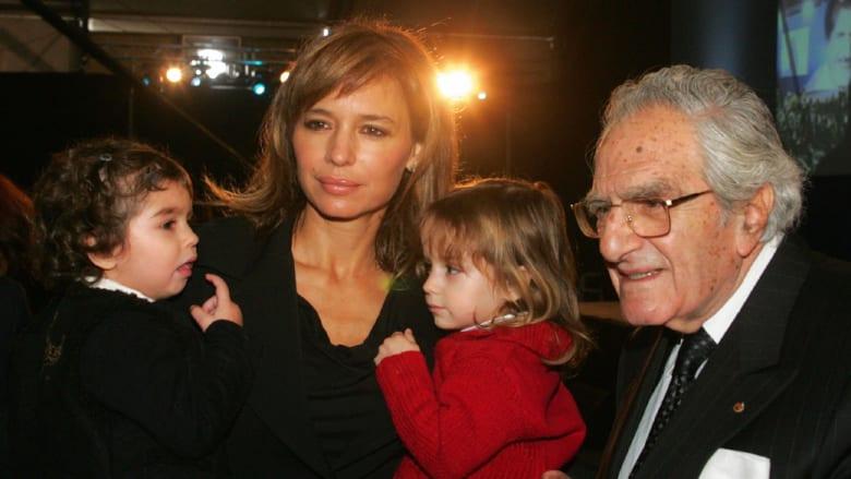 بالصور.. حسناوات خلف سياسيين بارزين في لبنان