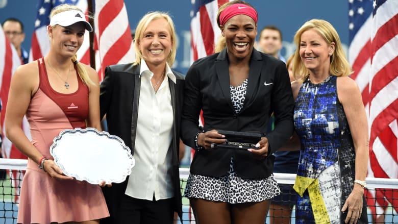 نجمة التنس مارتينا نافراتيلوفا تطلب رسميا يد رفيقتها