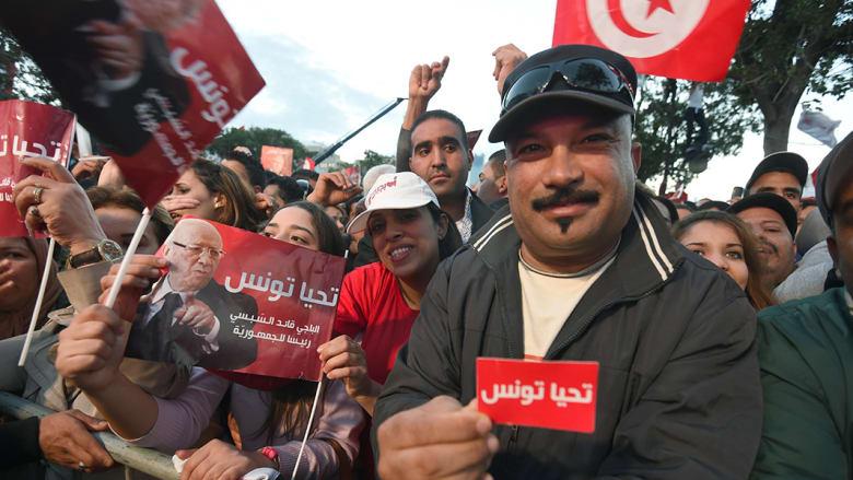 صحف: عراقيون يقفون دروعا بشرية لحماية داعش ومجندات تونسيات لتأمين الانتخابات