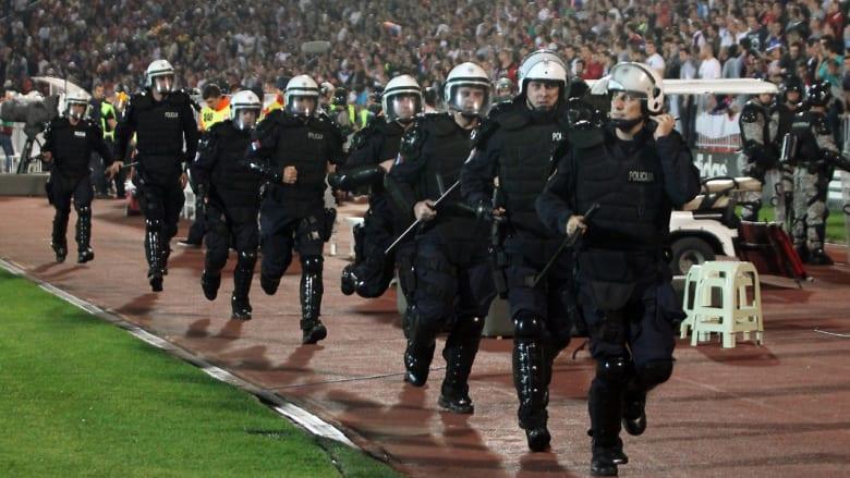 """اتهام شقيق رئيس وزراء ألبانيا بالتحليق بطائرة آلية حملت راية """"عنصرية"""" ضد صربيا"""