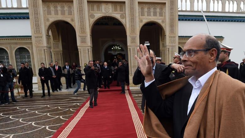 """""""بلد العام"""" تونس تكتب صفحة نادرة في تاريخ انتقال السلطة لدى العرب.. السبسي يستلم من المرزوقي"""