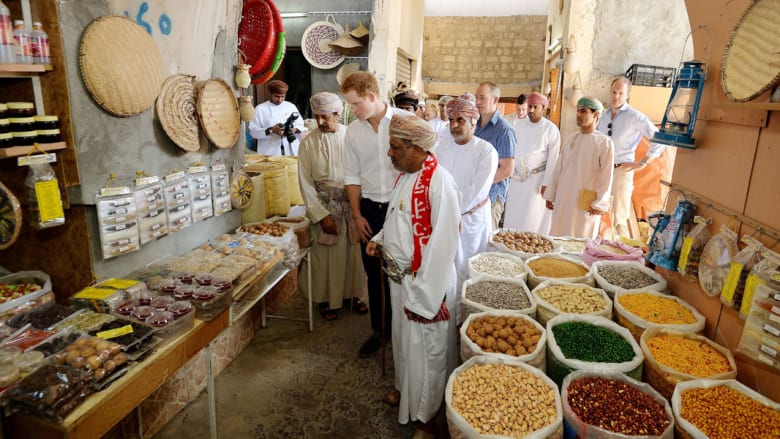 بالصور.. الأمير هاري يتعرف على سلطنة عُمان