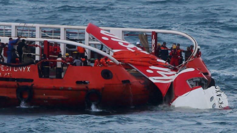 """فرق البحث الإندونيسية تنجح باستعادة صندوق تسجيلات قمرة القيادة من حطام طائرة """"آسيا للطيران"""""""
