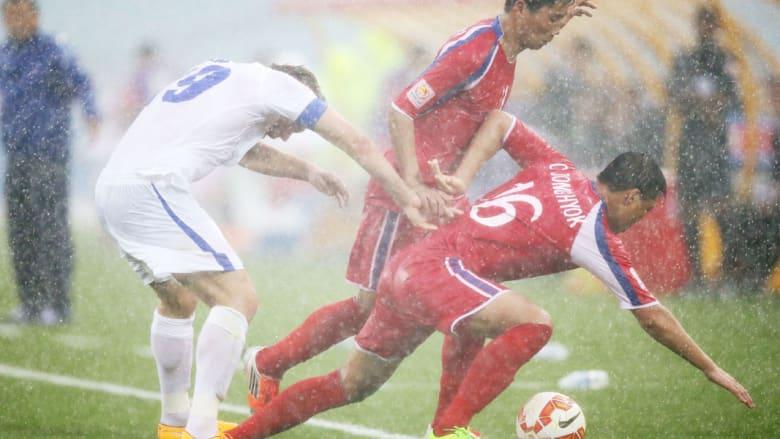 من مباراة كوريا الشمالية وأوزباكستان