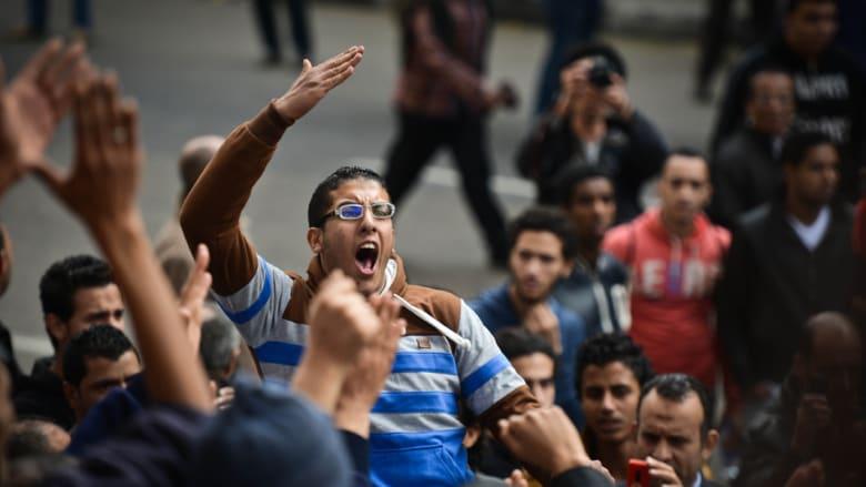 """مصر: وزير الداخلية يزور المطرية بعد اشتباكات.. الإخوان يدعون لـ""""انتفاضة غضب"""" ونجل القرضاوي يتوقع انتصارا قريبا"""