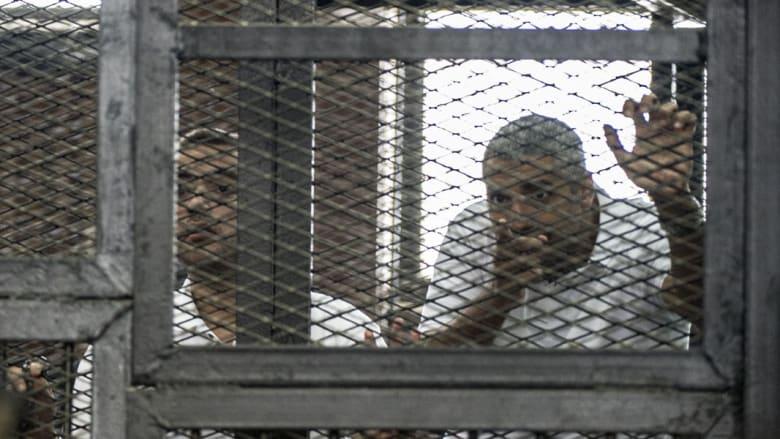 """مصر.. إخلاء سبيل صحفيي الجزيرة المتهمين بـ""""خلية الماريوت"""" بكفالة ضخمة لفهمي والتأجيل لـ23 فبراير"""