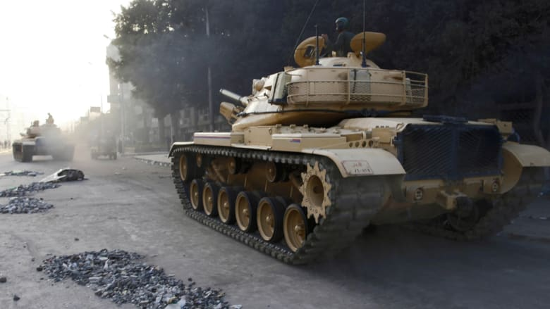 بالأرقام والصور:  4767 دبابة و1100 طائرة ونصف مليون جندي.. ماذا يمتلك الجيش المصري بمواجهة داعش؟