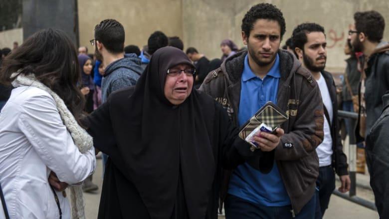 بالصور.. ردة فعل أقارب وأصدقاء الناشط المصري علاء عبدالفتاح بعد حكم سجنه