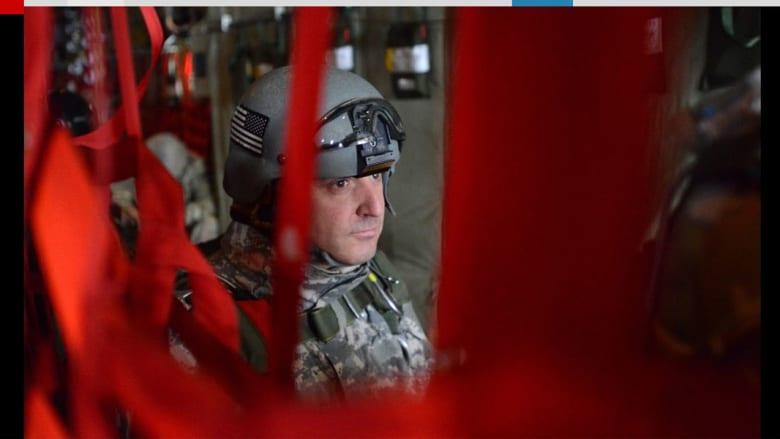 جندي بانتظار دوره للقفز بالمظلة