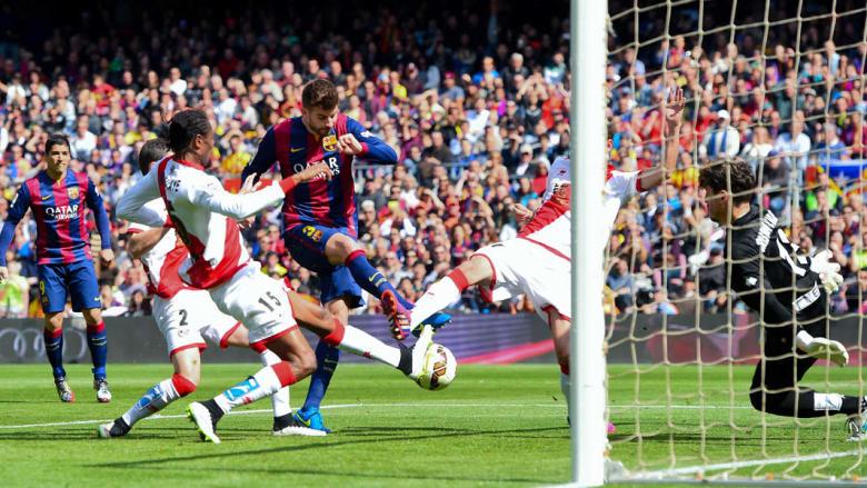 جيرارد بيكيه يسجل الهدف الثاني لبرشلونة