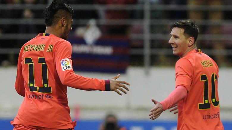 ميسي ونيمار يحتفلان بعد تسجيل هدف لنادي برشلونة