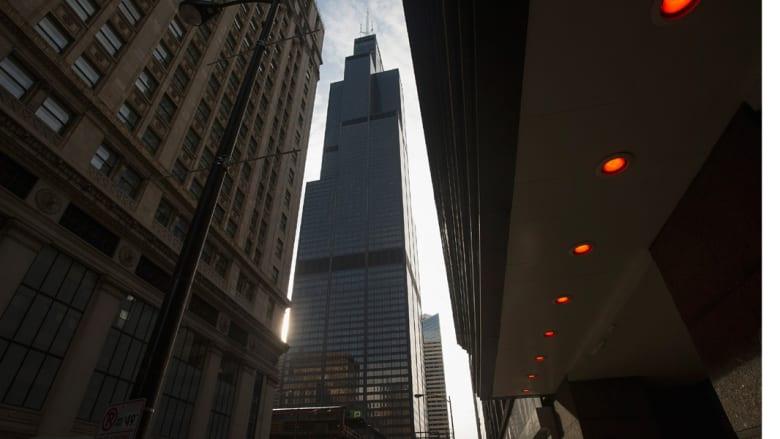 يدخل البرج في كل يوم 25 ألف شخص