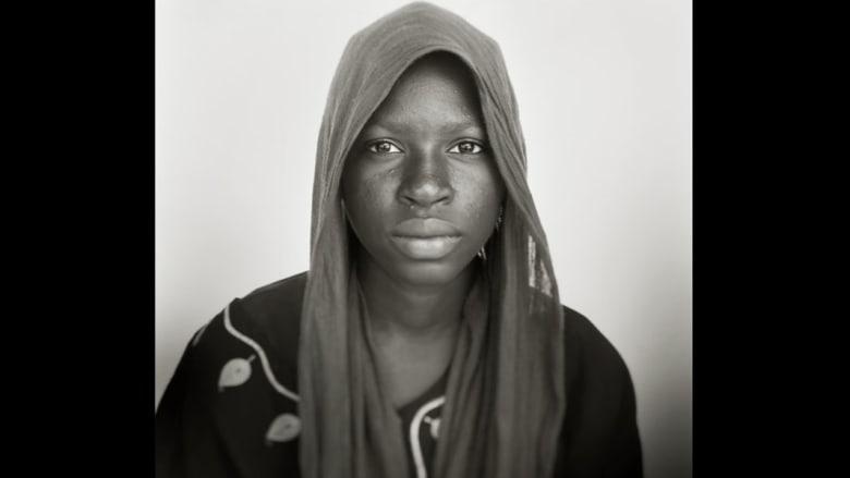 بالصور.. لاجئون يرسمون بوجوههم مأساة الأزمة السودانية