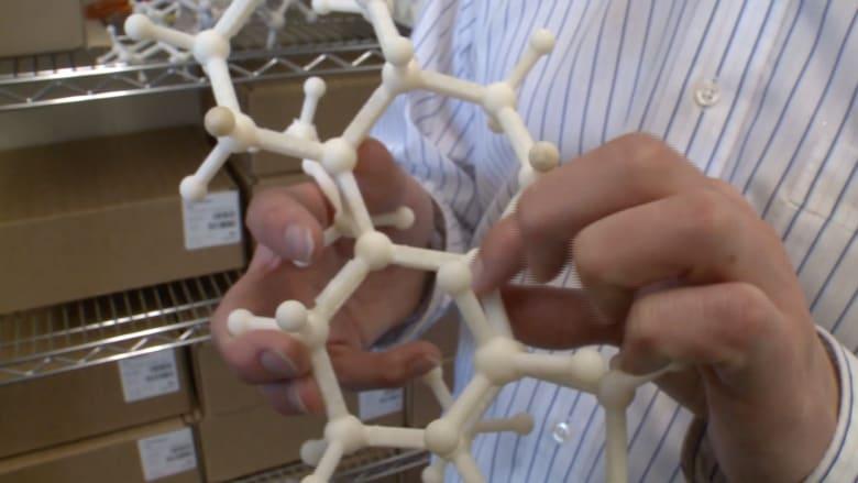 الطابعة ثلاثية الأبعاد تساعد طالبا كفيفا في دراسة علوم الذرة!