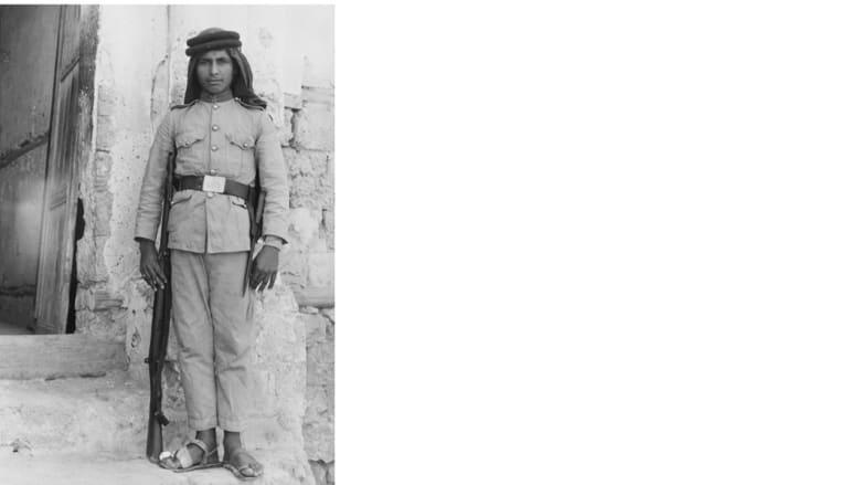 شرطي سعودي يحرس إدارة الشرطة في مدينة جدة ، 1950