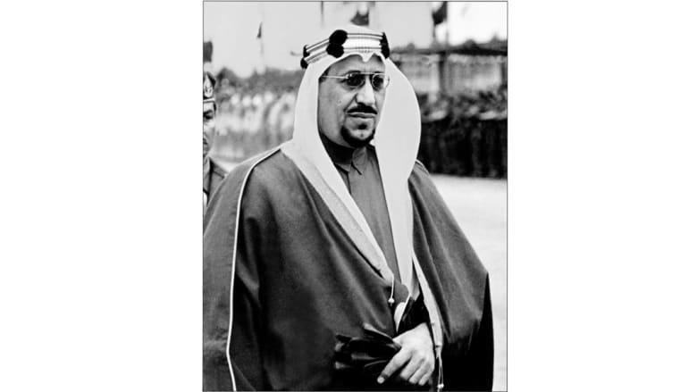 الملك سعود بن عبدالعزيز يستعرض حرس الشرف في الرياض 1961