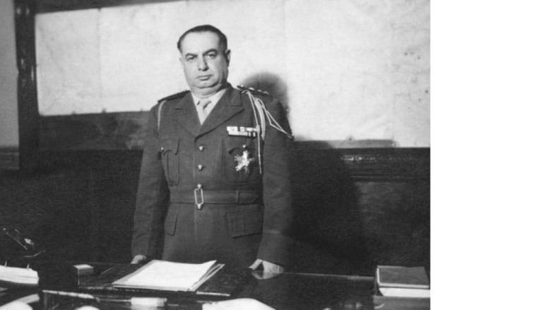 الجنرال حسني الزعيم الذي جاء للسلطة في سوريا بعد الانقلاب على الرئيس شكري القوتلي، وأسس أول نظام عسكري عربية 30 مارس/ آذار 1948
