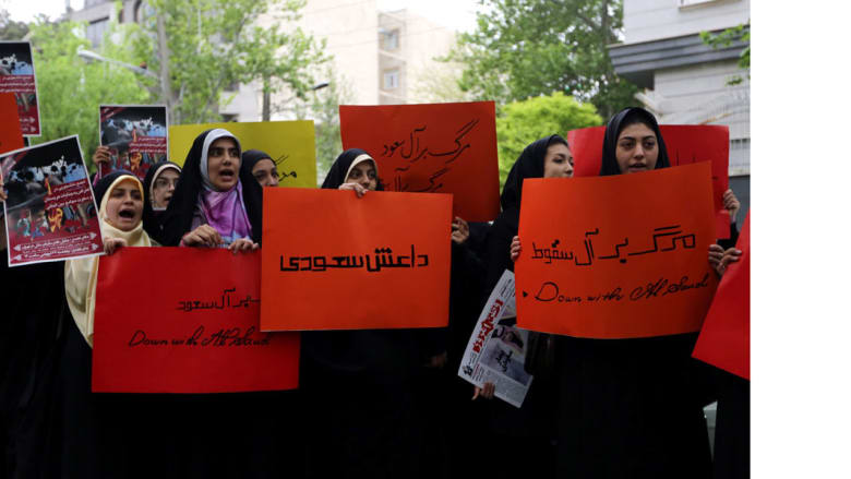 """طالبات إيرانيات مشاركات في مظاهرة ضد """"عاصفة الحزم"""" أمام مبنى الأمم المتحدة بطهران 16 أبريل/ نيسان 2015"""