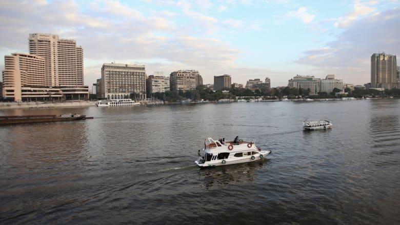 """غرق ناقلة تحمل 500 طن فوسفات بالنيل جنوب مصر..  ومغردون يسخرون بهاشتاغ """"فوسفات في النيل"""""""
