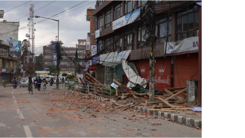 آثار الدمار الذي لحق بالمباني في العاصمة النيبالية كاتماندو، 25 أبريل/ نيسان 2015