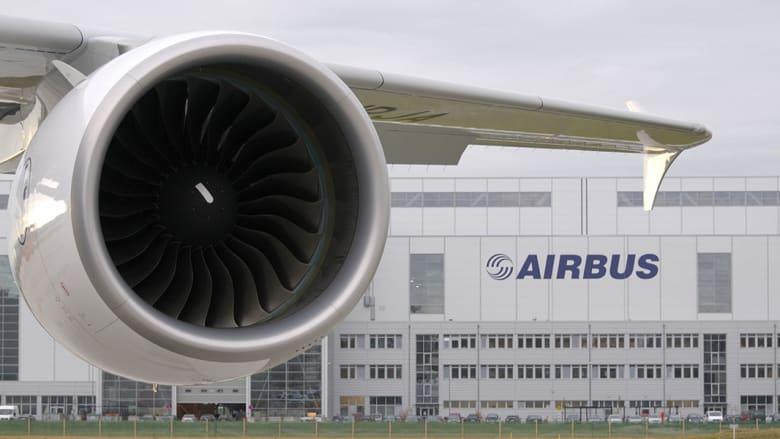 تجمع أكثر من 50 ألف شخص لمشاهدة الرحلة الأولى للطائرة التي انطلقت من مطار تولوز بلاناك الفرنسي.
