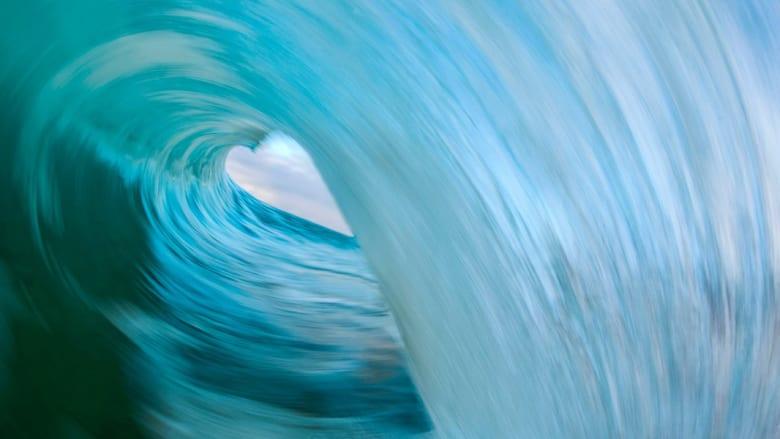 بالصور..أمواج البحر السلسة تتحول إلى جبال فاتنة من المياه