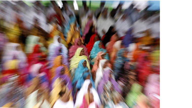 نساء يشاهدن استعراضا عسكريا في جيبوتي بمناسبة ذكرى الاستقلال الـ30، 27 يونيو/ حزيران 2007