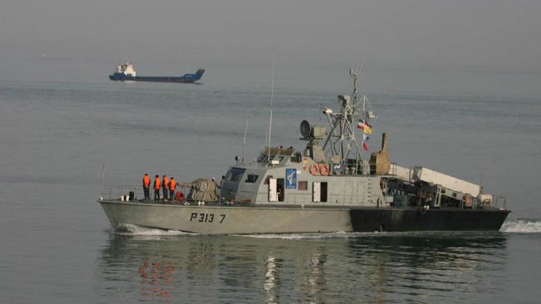"""إيران ترفض اتهامات أمريكية بـ""""زعزعة المنطقة"""" وترسل سفينة مساعدات بحماية عسكرية لليمن"""