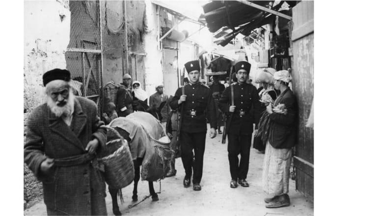 عنصران من الشرطة الفلسطينية في شارع الملك داود بالقدس، 22 أكتوبر/ تشرين الأول 1938