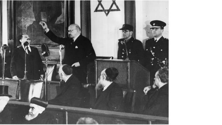 حاييم وايزامان الزعيم الصهيوني، الذي أصبح أول رئيس لإسرائيل خلال أدائه اليمين في احتفال تنصيبه في القدس، 20 فبراير/ 1949