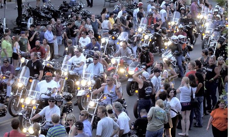 مقتل 9 أشخاص خلال شجار تطور إلى إطلاق نار بين دراجين متنافسين بتكساس