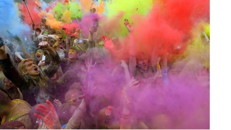 احتفالات الهندوس بمهرجان الألوان في موسكو