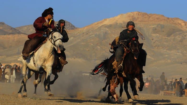 """لعبة """"بوزكشي"""" في أفغانستان ..لا قوانين تحكم سحل ذبيحة من الماعز لدائرة التهديف"""