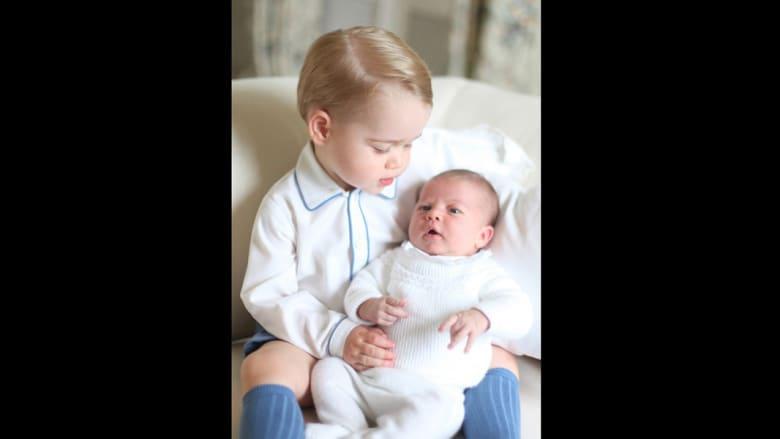 أول صور من بريطانيا للأميرة الوليدة شارلوت وشقيقها الأمير جورج