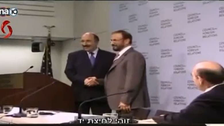 """بالفيديو.. مصافحة سعودية إسرائيلية """"علنية"""" في واشنطن و""""الجهاد"""" تطلب فتوى """"علماء بلاد الحرمين"""""""