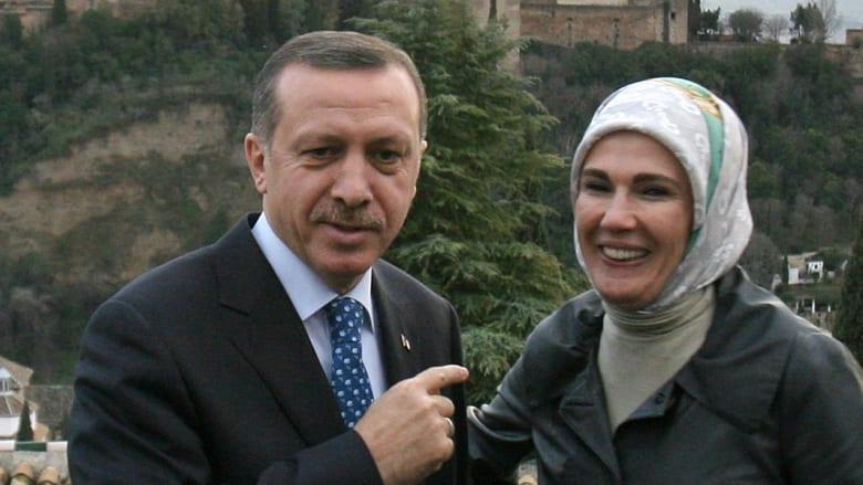 """أردوغان خلال زيارة إلى """"قصر الحمراء"""" في غرناطة"""